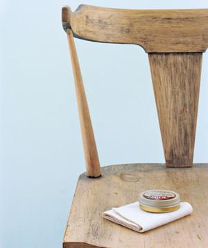 Como remover riscos em móveis de madeira