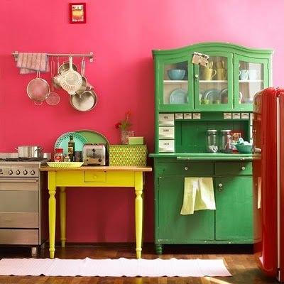 Móveis coloridos = vida nova para o seu lar