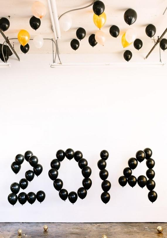 DIY-Giant-Balloon-Numbers-for-New-Years-Eve-600x900