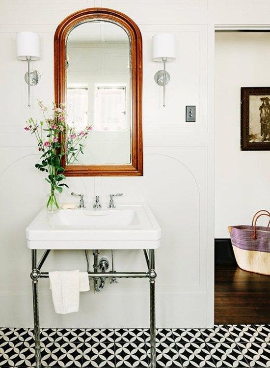black-and-white-tile-floor-in-bathroom_mini