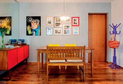 02-sala-de-jantar-colorida-e-com-quadros-e-ilustracoes-na-parede_mini