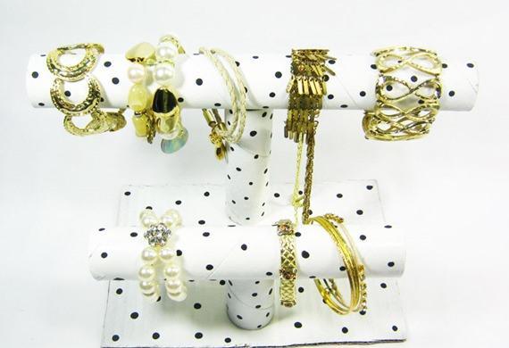passo-a-passo-porta-pulseira-colares-tubos-papelao-reciclagem-5_mini
