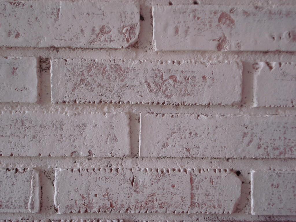Como pintar uma parede de tijolos
