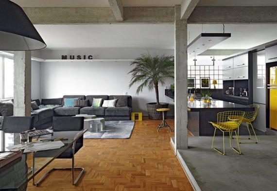 ambientes-integrados-com-detalhes-em-cinza-e-piso-de-tacos-de-madeira