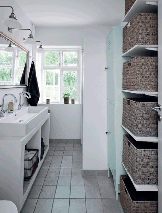 use cestos organizadores no banheiro para manter produtos de higiene e outros objetos sempre em ordem.