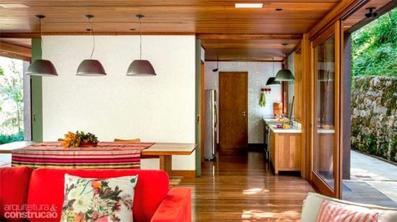 sala de jantar decorada com pendentes