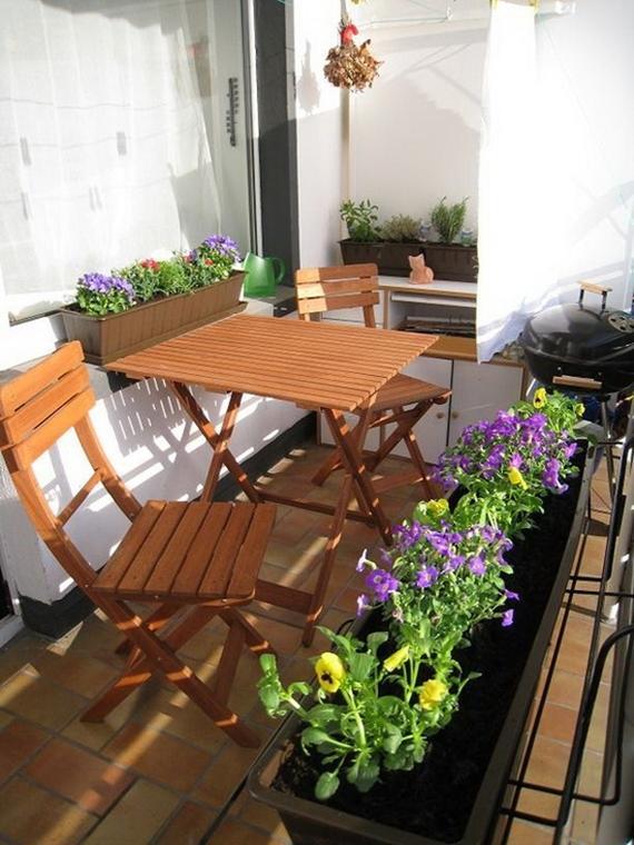 varanda-decorada-com-cadeiras-e-mesa-dobraveis