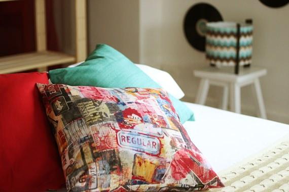 decore a cama com almofadas coloridas e ganhe conforto em dobro