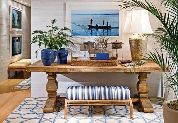 Invista na combinação do azul com o branco para uma decoração de casa de praia