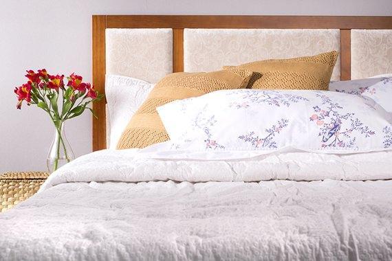A cabeceira bege combina com qualquer cor e estilo de quarto!