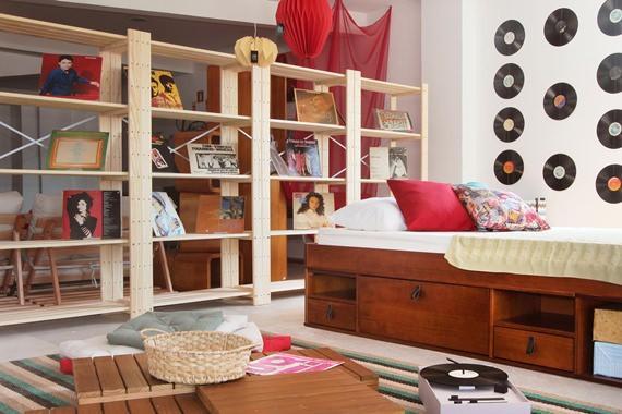 quarto compacto com cama multifuncional