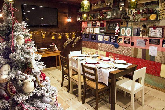 sala de jantar colorida para receber o Natal