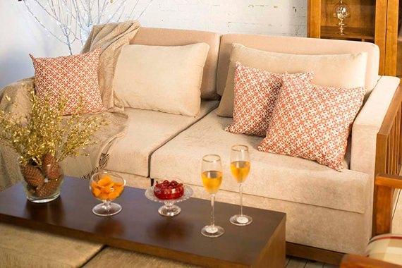 sofa-decorado-com-almofadas-coral