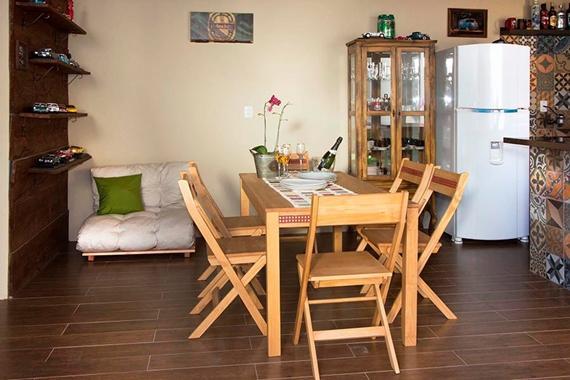 Decore a churrasqueira com móveis dobráveis e versáteis