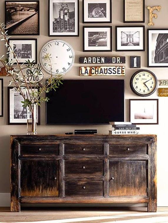 Uma cômoda rústica para amparar a TV