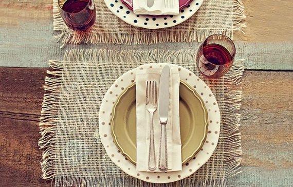 Jogo americano de juta dá um toque rústico para a arrumação da mesa