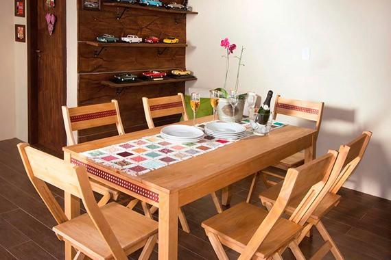 Mesa com seis cadeiras para a sala de jantar