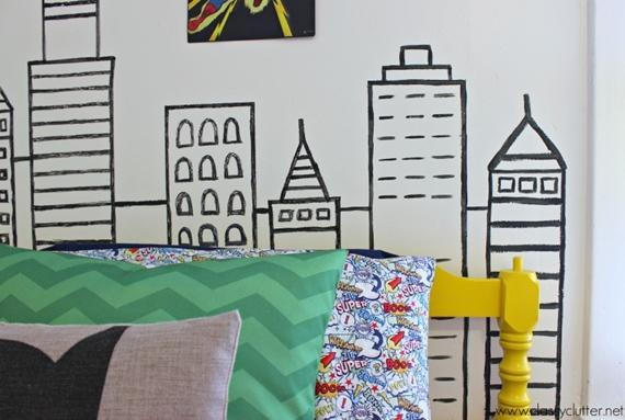 Parede decorada com desenhos feitos à mão