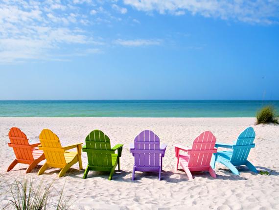 Cadeiras de praia coloridas