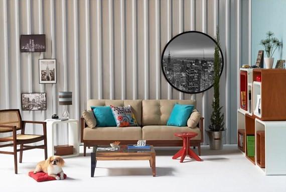 Sala de estar colorida com toques do estilo industrial