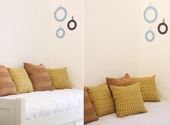 Almofadas coloridas decoram o sofá