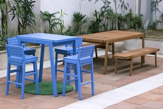 Bancos e cadeiras no IED-SP