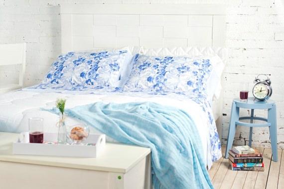 O azul transmite tranquilidade, característica ideal para o quarto