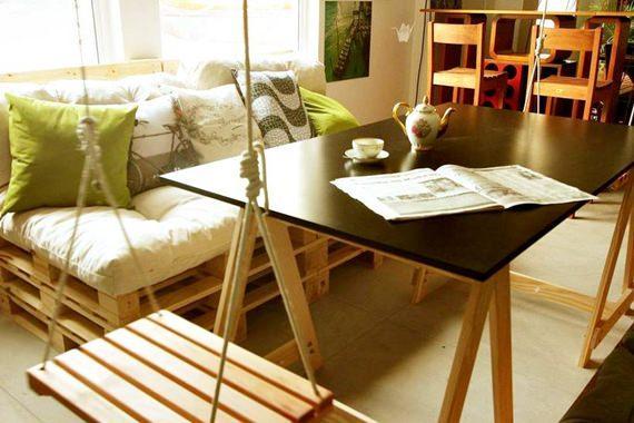 Sala de jantar com sofá de pallets