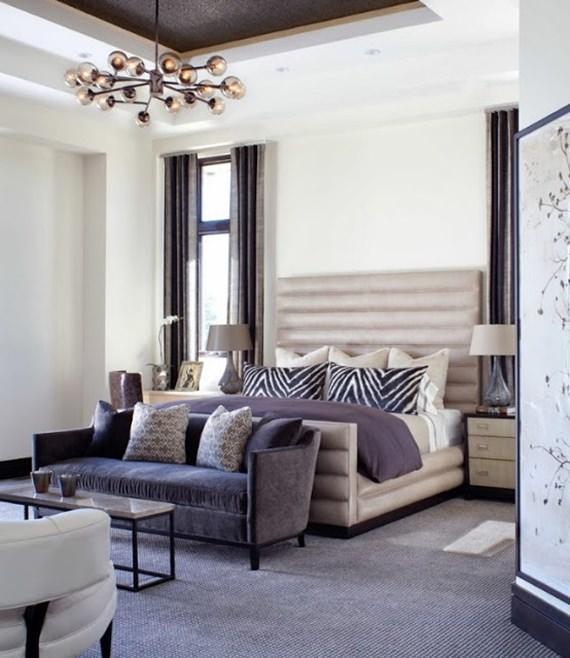 Decore seu quarto com um sofá aos pés da cama