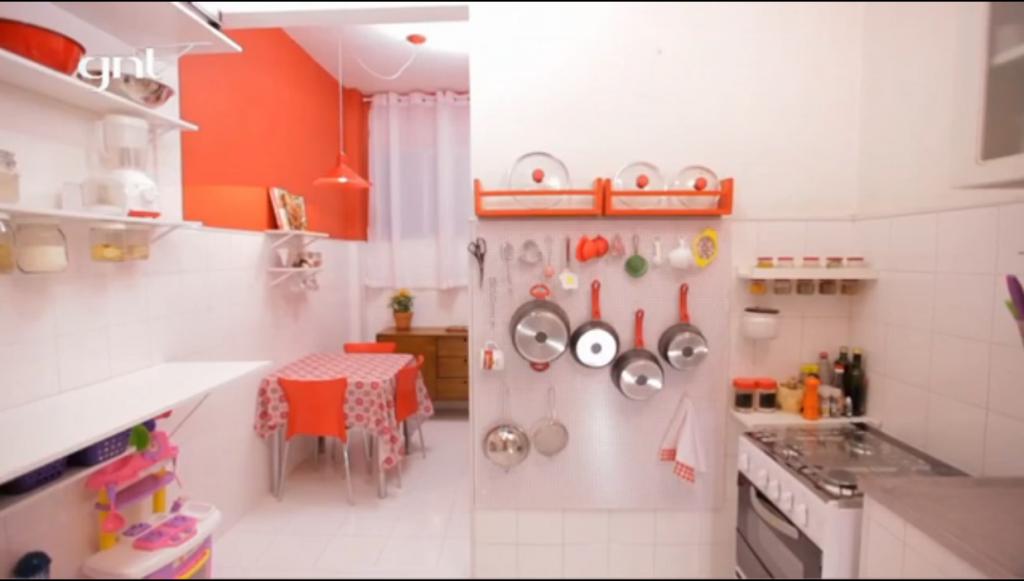 Cozinha-pequena-santaajuda-balcaocharme-prateleirabrisa-visaogeral