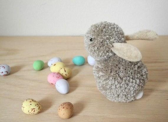Coelhinho da Páscoa de pompom de lã