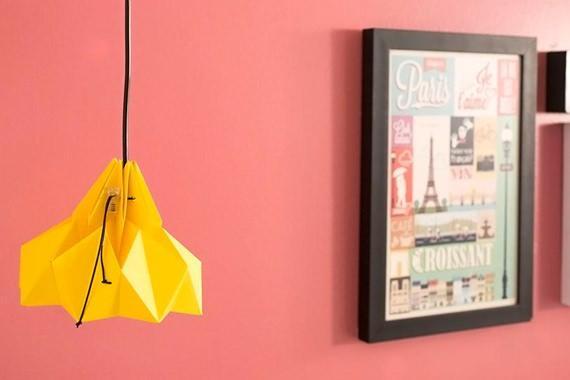 Luminária de origami amarela