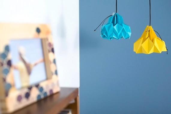 Luminária azul e amarela