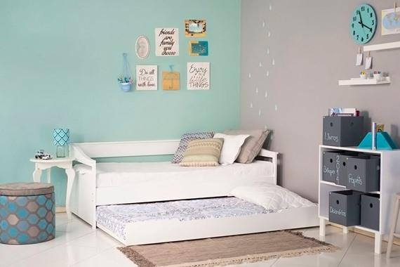 Sofá cama no quarto de solteiro