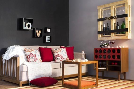 Sala decorada com tons quentes