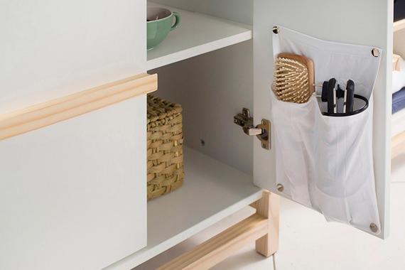 Bolsões na parte interna do armário