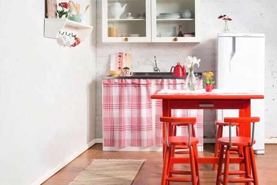 Cozinha com cortina de pia