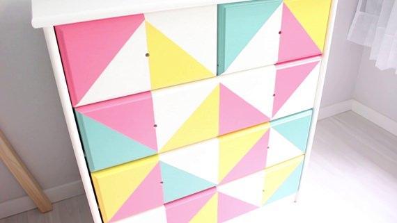 Cômoda com pintura geométrica