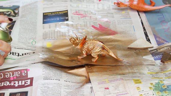 Dinossauro dourado