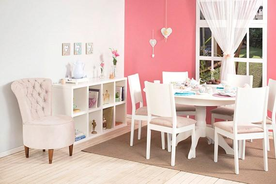 Sala de jantar decorada com estilo romântico
