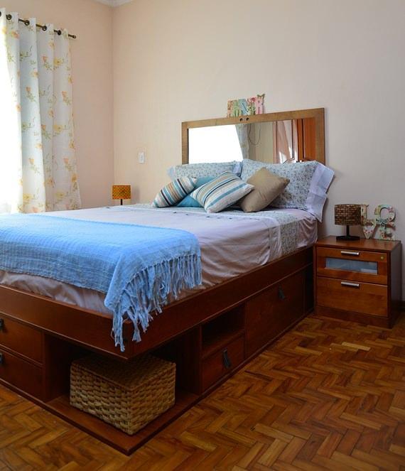 Quarto com cama com gavetas