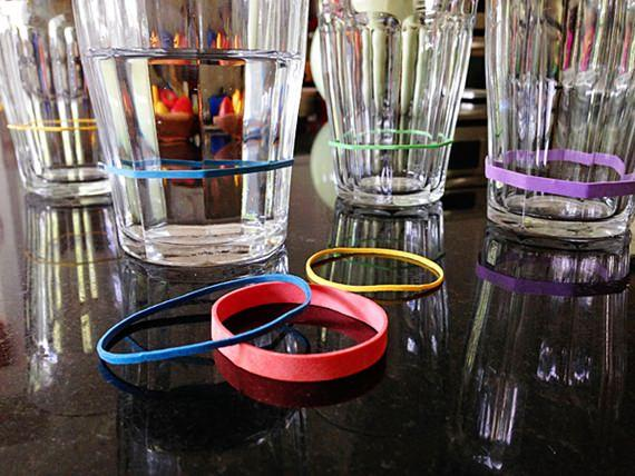 Identifique os copos dos convidados