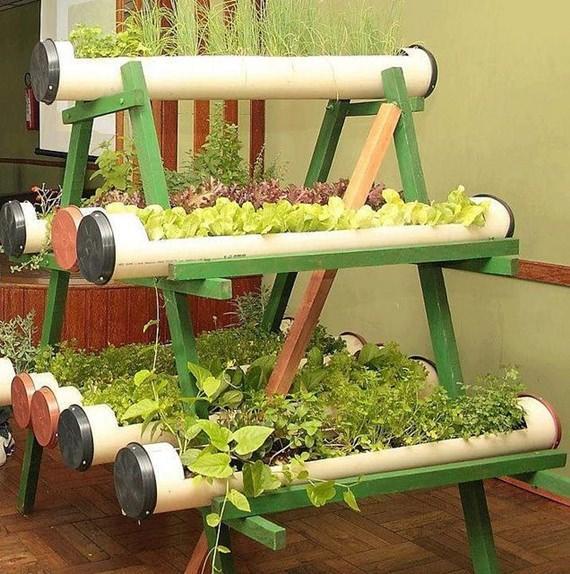 banco de jardim em pvc : banco de jardim em pvc:PVC cortados viram jardineiras superpráticas para plantar um jardim