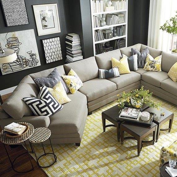 Sofá decorado com almofadas