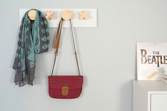 Cabideiro de parede para bolsas e casacos